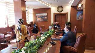 محافظ بورسعيد يلتقى مديرى الإدارات بالمحافظة لمتابعة سير العمل