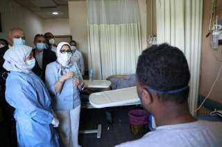 وزيرة الصحة تتفقد مستشفى قفط المركزي.. وتطمئن على توافر الخدمات الطبية المقدمة للمرضى