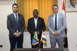 رئيس وزراء تنزانيا يُكرم إحدى المجوعات المصرية الرائدة في مجال البتروكيماويات ويدعوها لزيادة إستثماراتها بدودوما