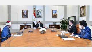 الرئيس السيسي يجتمع بوزير الأوقاف ومستشار رئيس الجمهورية للشئون المالية