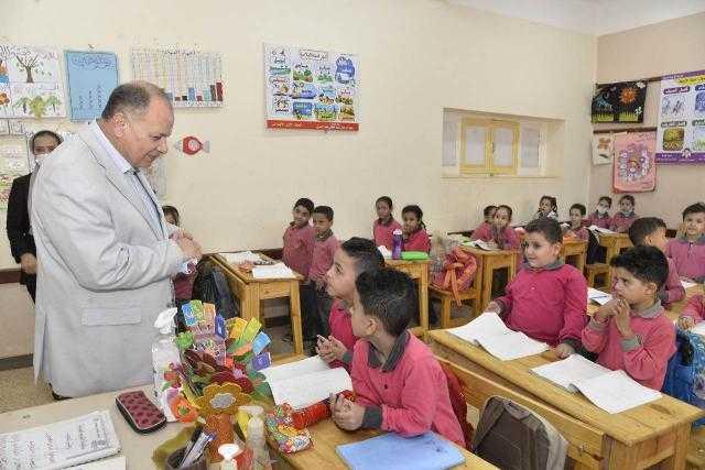 محافظ أسيوط يتفقد سير العمل بمدرستي الوحدة العربية ودرية الحسيني للتعليم الأساسي